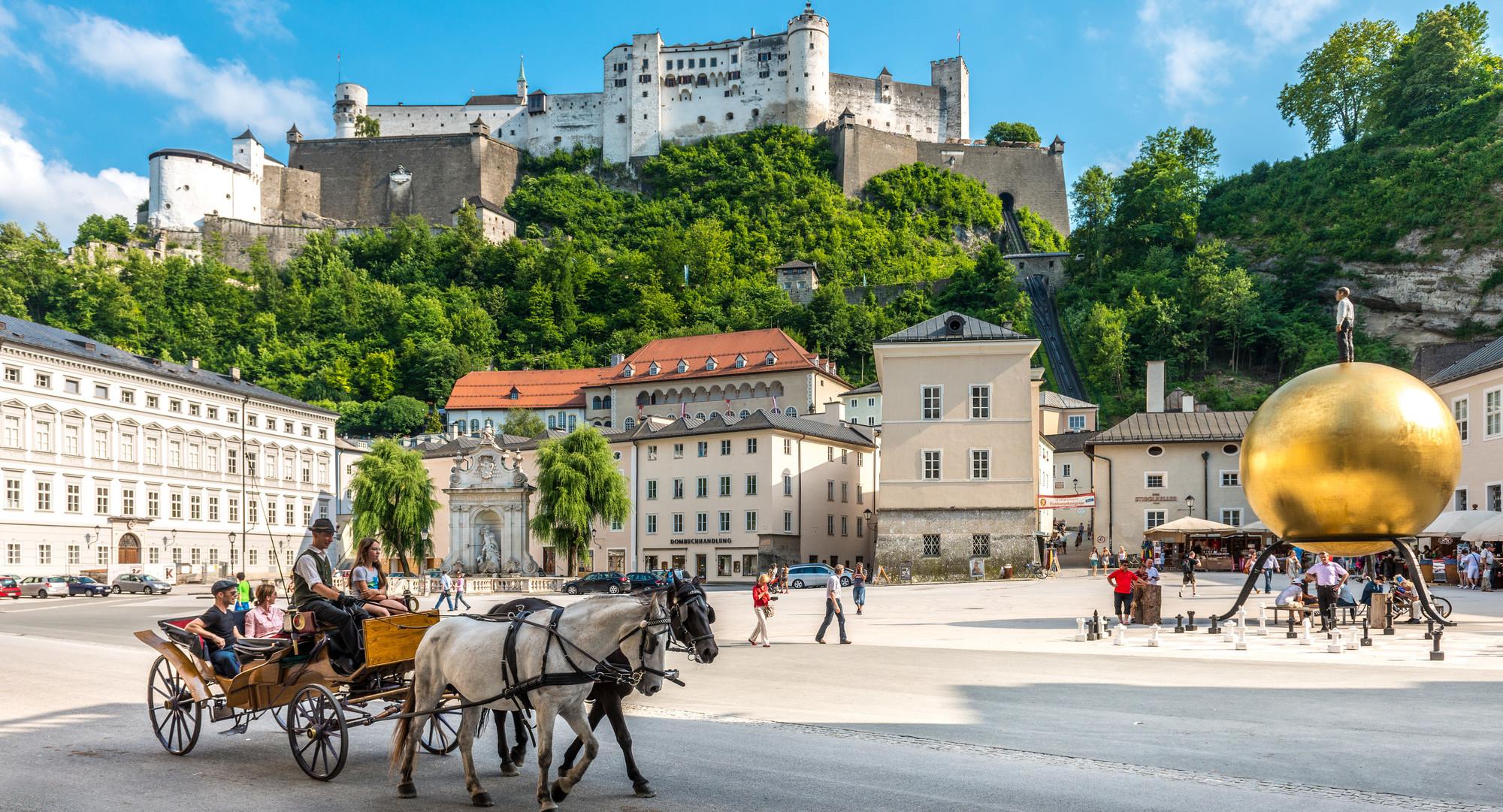 Die Altstadt und die Festung beim Urlaub in der Stadt Salzburg