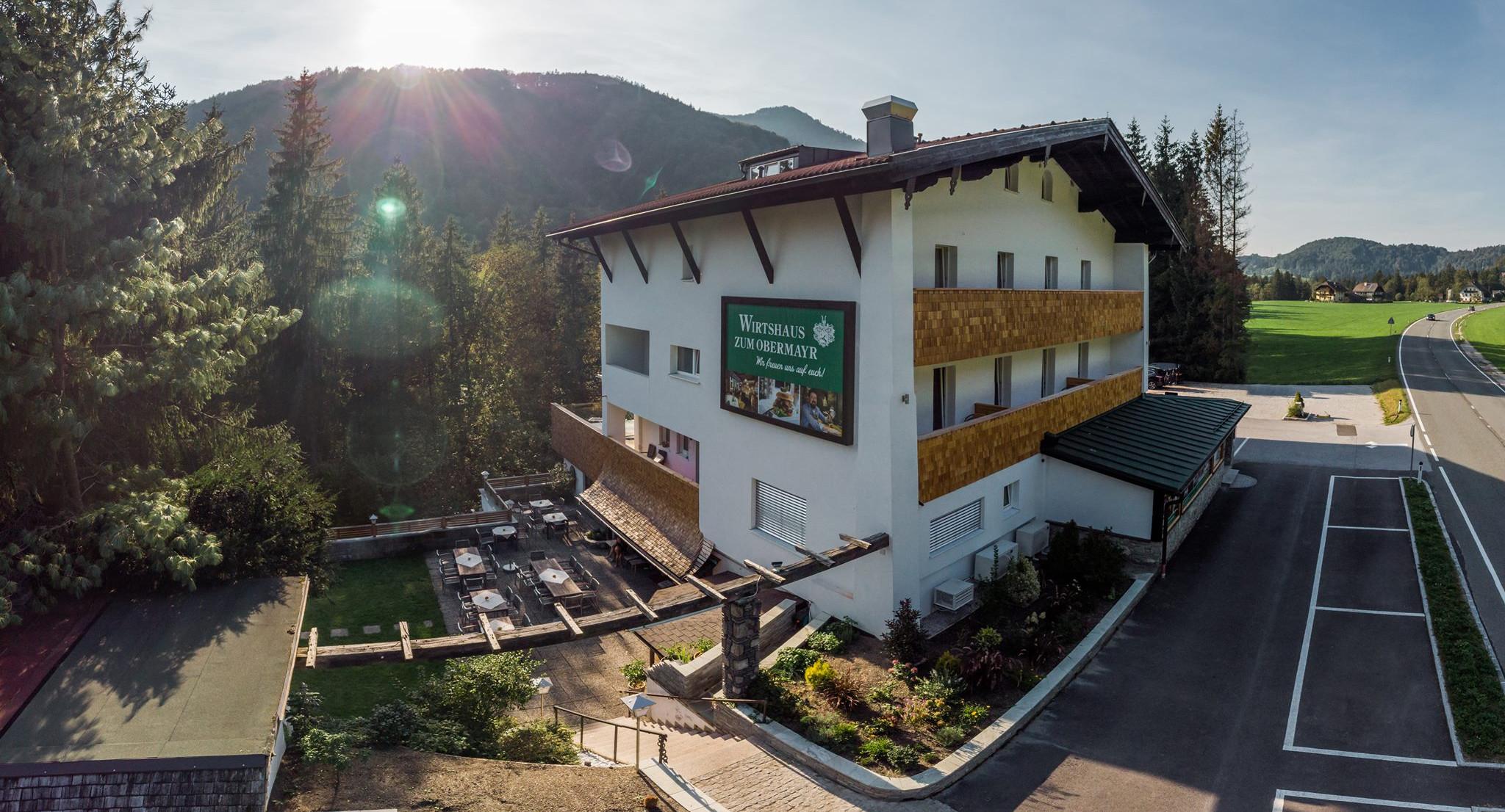 Außenansicht vom 3* Hotel Obermayr in Salzburg Umgebung