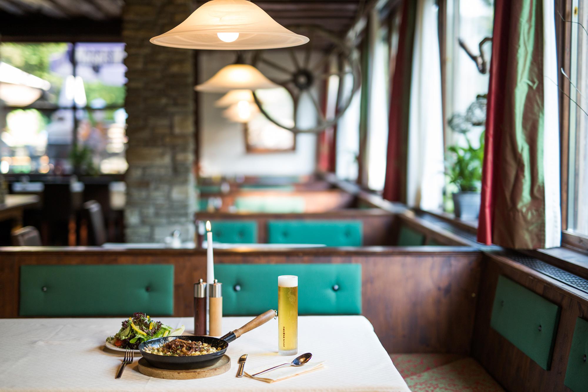 Ein regionales Gericht von der Speisekarte im Gasthaus Obermayr