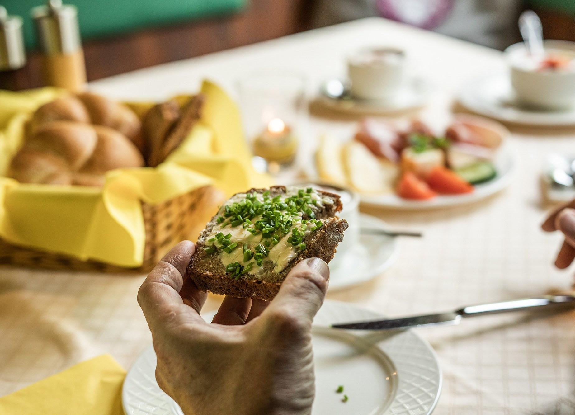 Frühstück im 3* Hotel Obermayr in Salzburg Umgebung