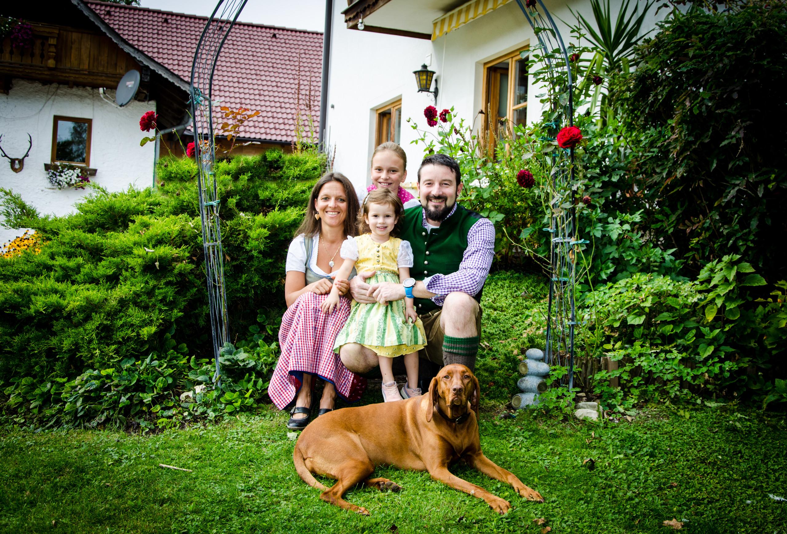 Die Gastgeber-Familie im Urlaub mit Hund im Salzkammergut