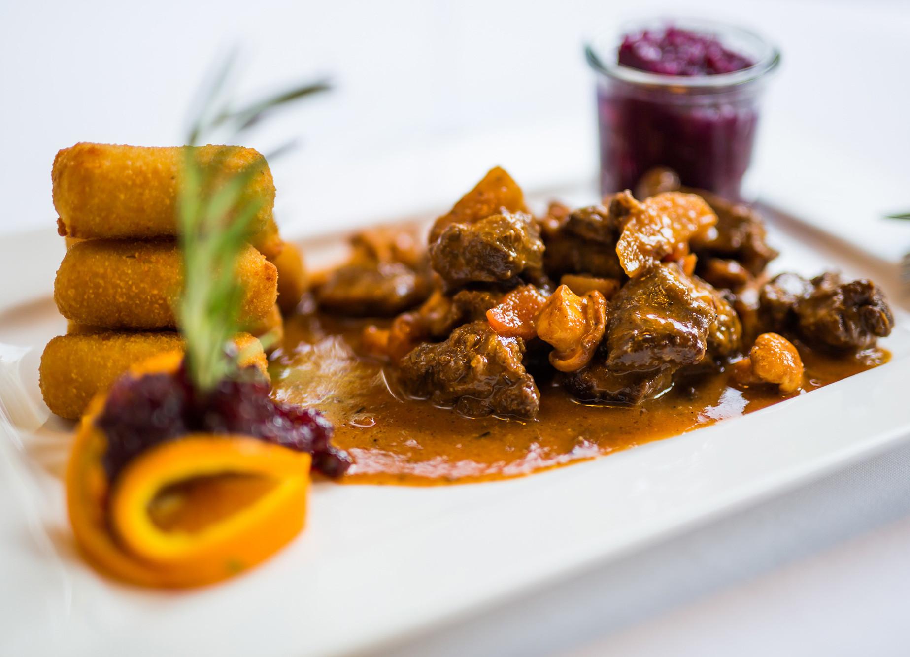 Ein regionales Gericht im Gasthaus für Firmenfeiern bei Salzburg