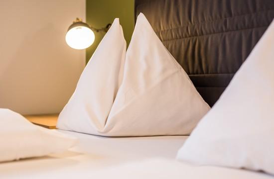 Detailansicht der Betten in den Hotelzimmern im Salzkammergut vom Hotel Obermayr